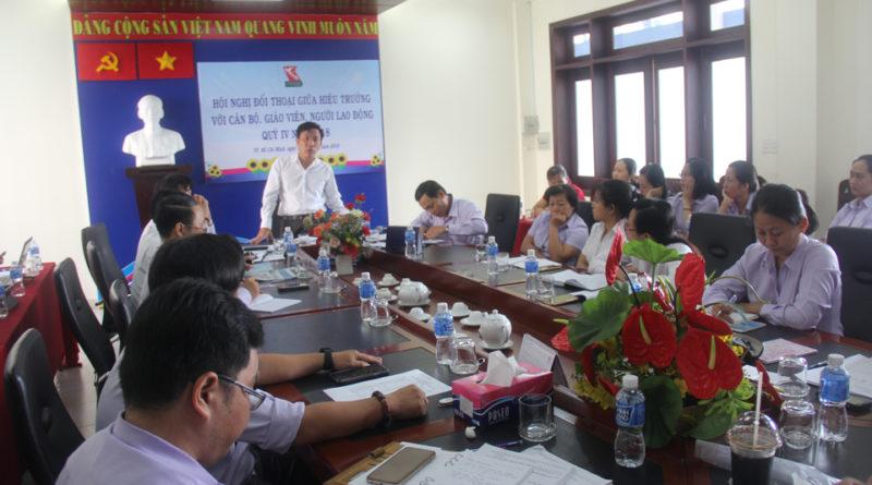 Hội nghị đối thoại giữa Hiệu trưởng với cán bộ, giáo viên, người lao động quý IV năm 2018
